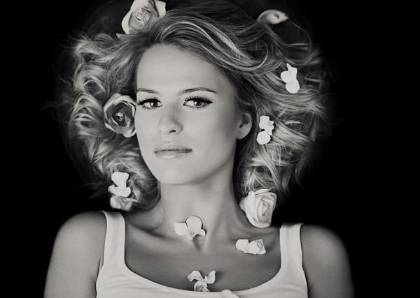 Roses in my heart by ZanetaFrenn