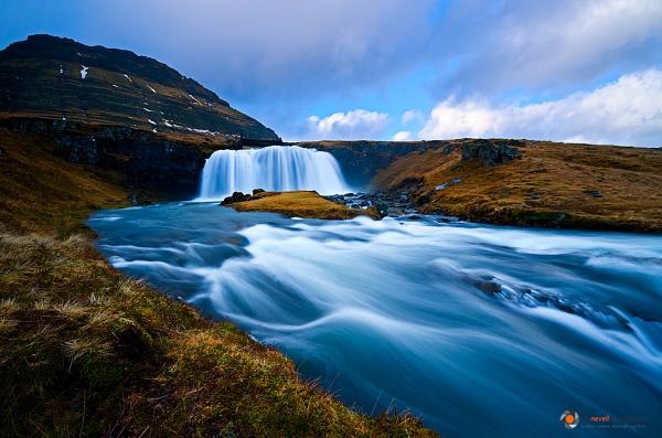 Grundarfjörður Falls by Emu72