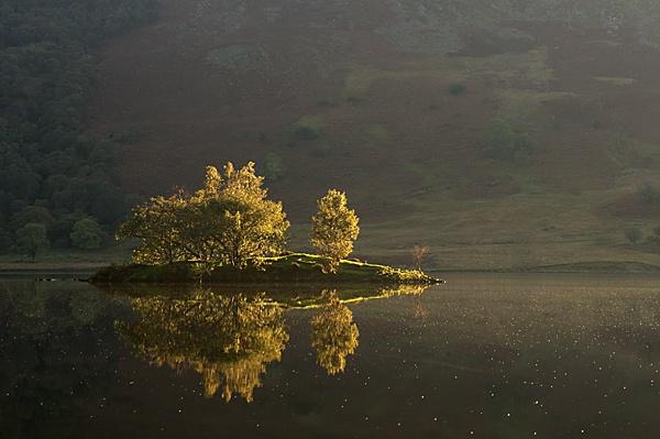 Isle on Crummock water by KevRobo