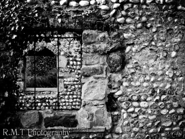 Ruins by RustyBoy