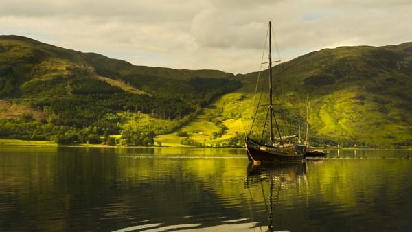 boat at  glen coe by davekeen
