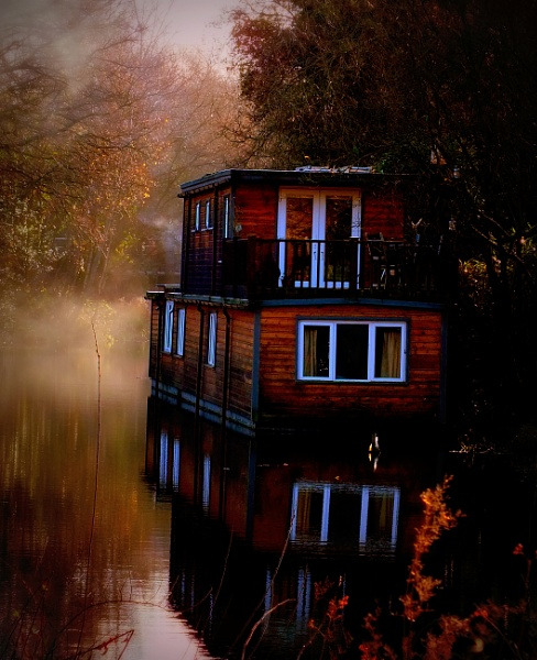 Houseboat by piperpics