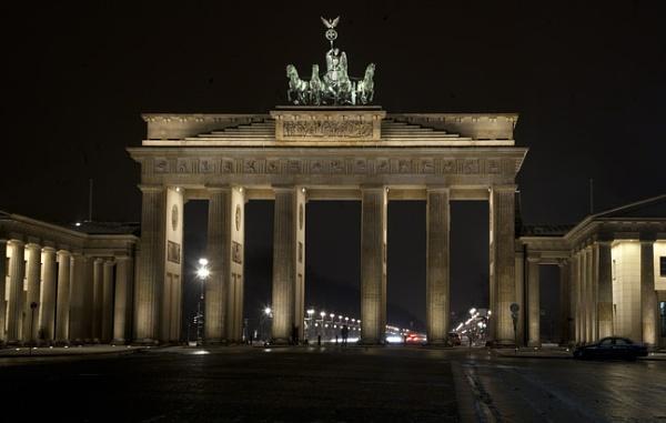 Berlin - Brandenburg Tor by philhomer
