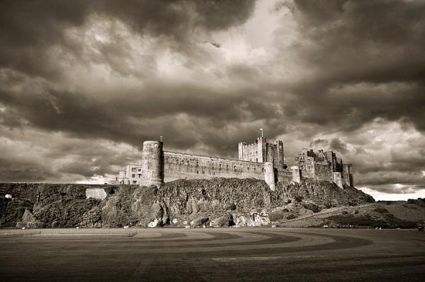 Bamburgh Castle by bart_hoga