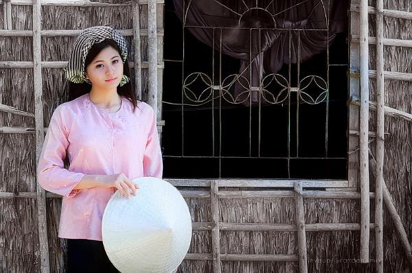 The girl n the village by hoang_van