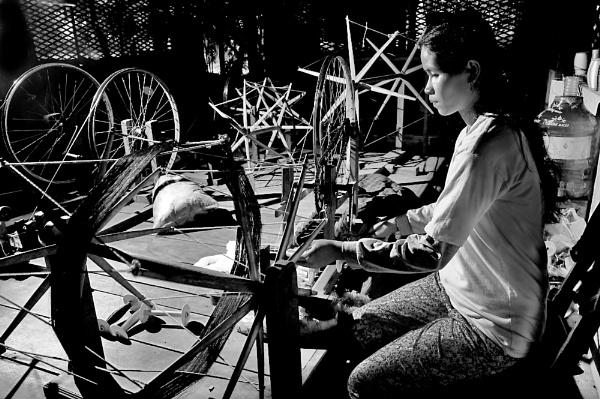 Spinning the silk in SeamReap Khambodia. by WimpyIskandar