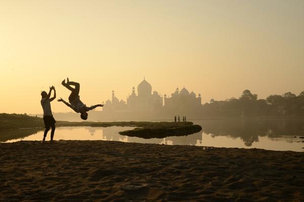 Silhouetted Taj by kpramanik7