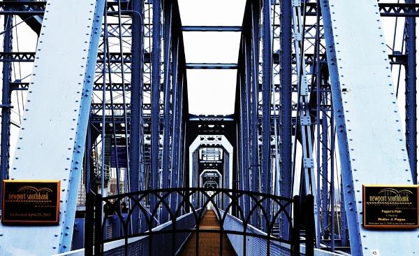 Bridge ; No Cars Allowed by GiovanniGucci