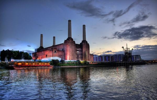 Battersea Power Station by Anatoleya