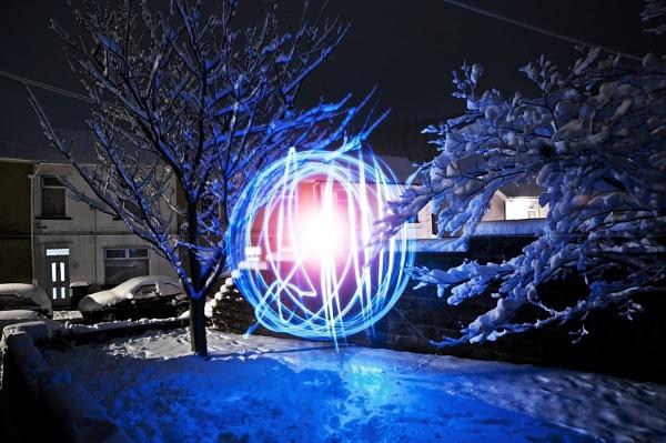 "Snow \""orbing\"" by nigmss"