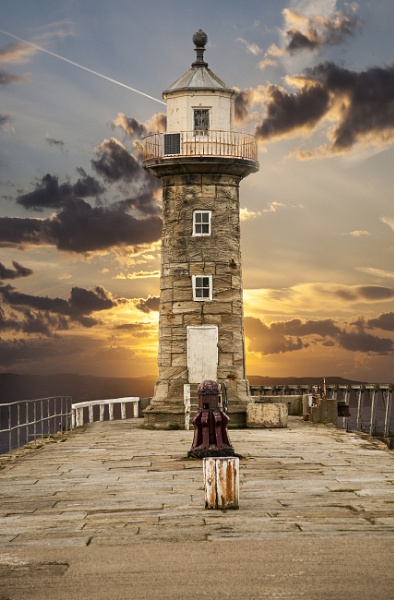 Whitby East Cliff Lighthouse by brianaskew