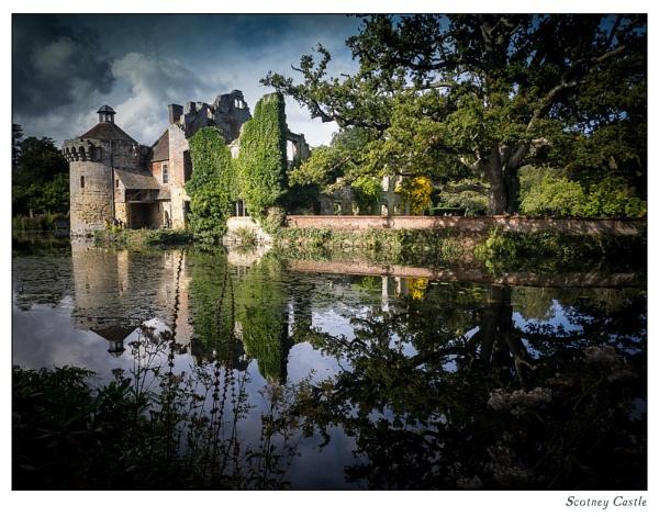 Scotney Castle by ChrisOs