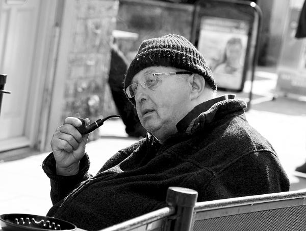 The pipe smoker.. by szlatoszlavek