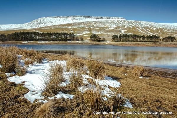 Neuadd Reservoir by fotosphere