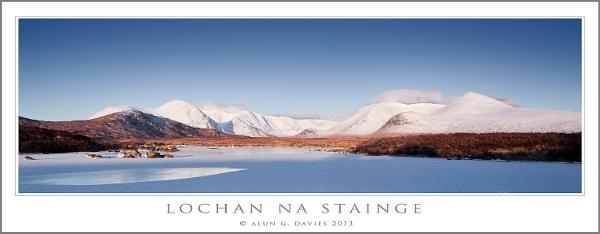 Black Mount in White by Tynnwrlluniau