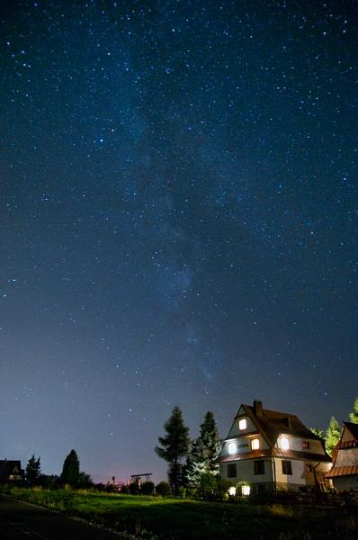 Milky way over Zakopane by bart_hoga