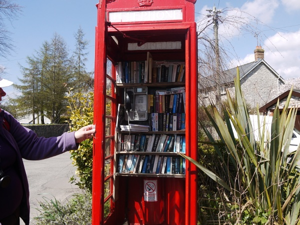 Phone Box Library by Hazel_SR