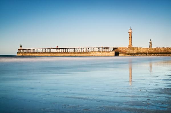 Whitby Lighthouse by bart_hoga