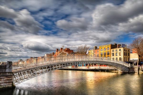 Ha\'Penny Bridge, Dublin by dkphoto