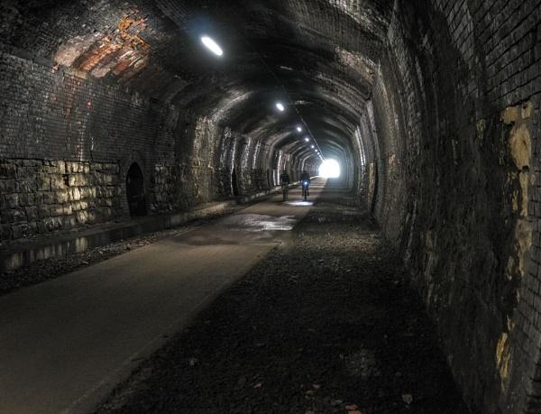 Cresbrook Tunnel by platzy