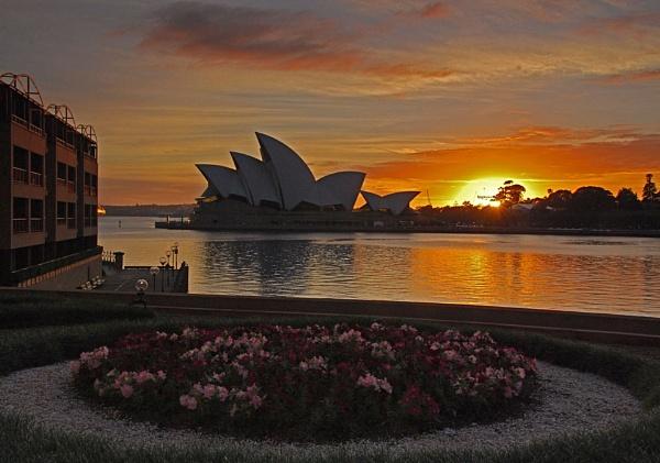 Sunrise over Sydney by fotocraft
