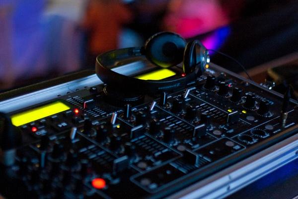 Absent DJ... by janovilas