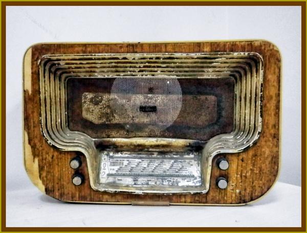 Portrait of a Radio