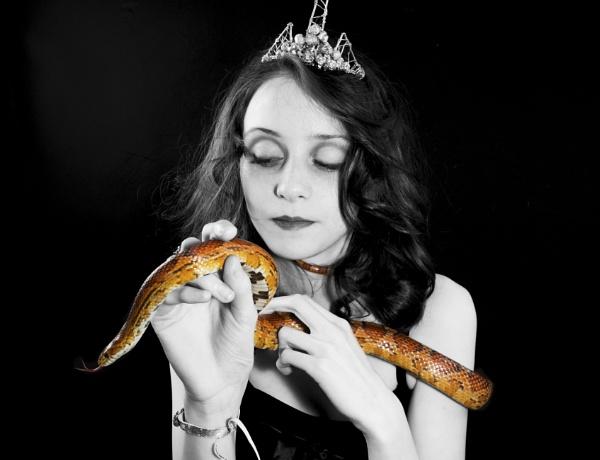 Snake Charmer by cat001