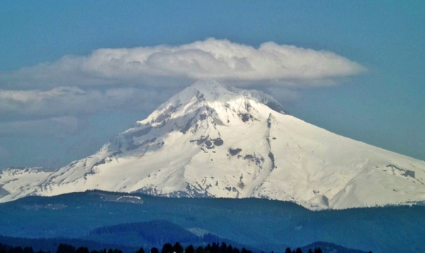 Mount Hood in Oregon by lonnieo