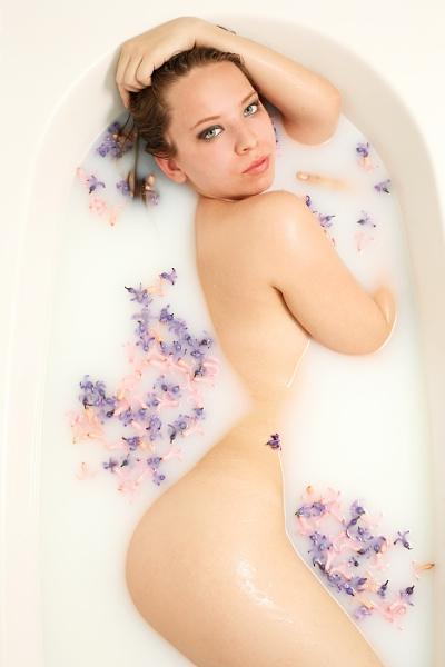 Milk&flowers by gaborfoto