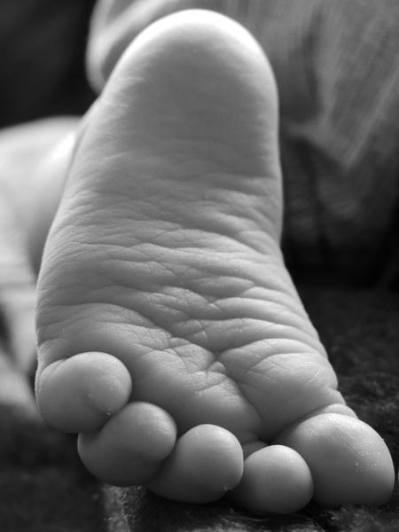 Little foot by Jazr83