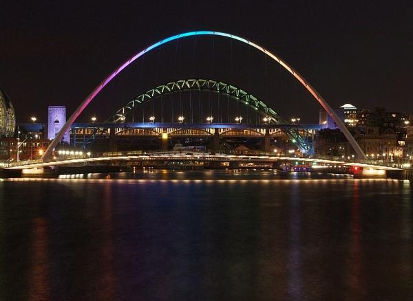 Gateshead Milenium Bridge by kevtrucker
