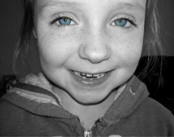 sparkling eyes :) by megan99