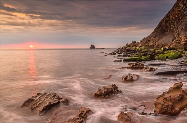Saltwick Bay Dawn by phil99