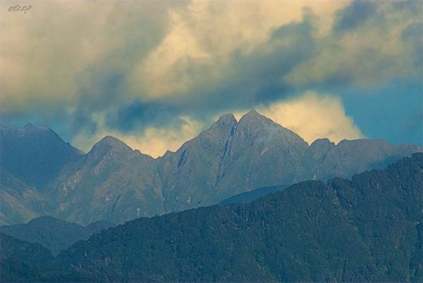 Tararua Range 1751 by paulknight