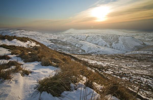Snow in the Peaks by guyfromnorfolk
