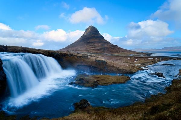 Kirkjufell, Iceland by Emu72