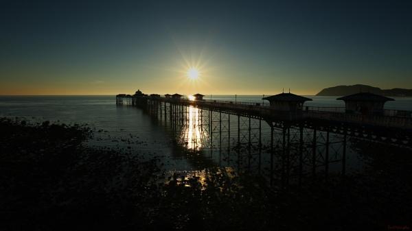 Llandudno Pier by toewrag
