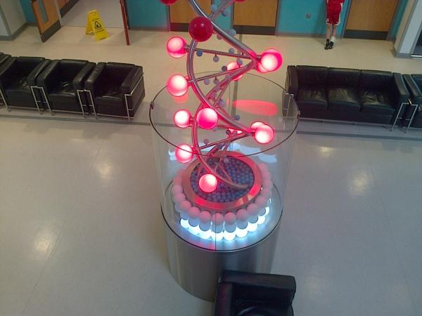 Rotating Light Bulb Clock by cbegg