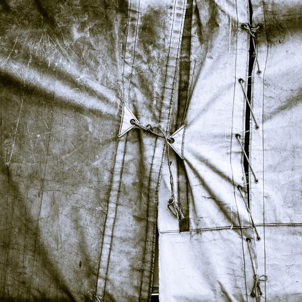 >Under Wraps< by Phil_L