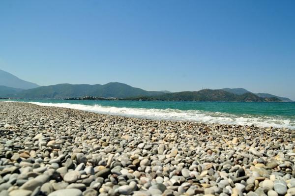 Chalis Beach by Hinksy