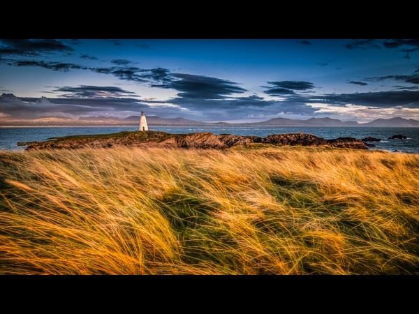 Llanddwyn island lighthouse by milo42