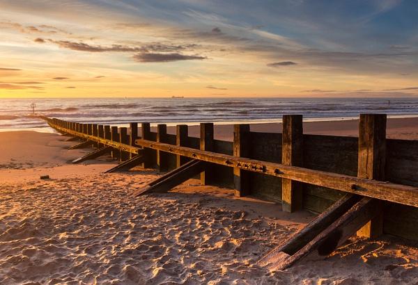 Sunrise at Aberdeen Beach by Mstphoto