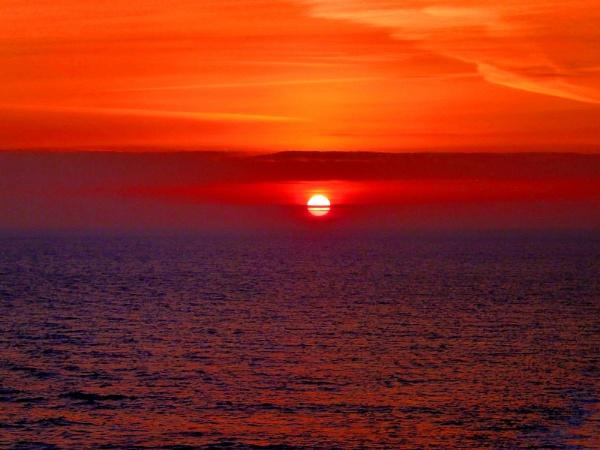 Sunrise on The North Sea by sammydarlo