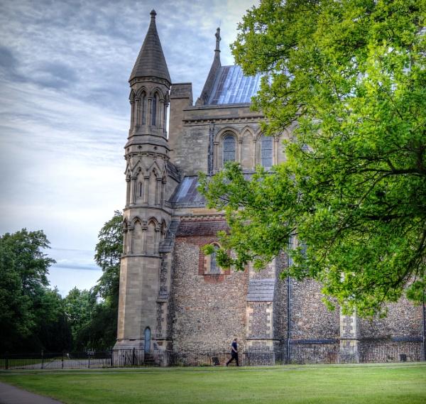St Albans Abbey by mark2uk