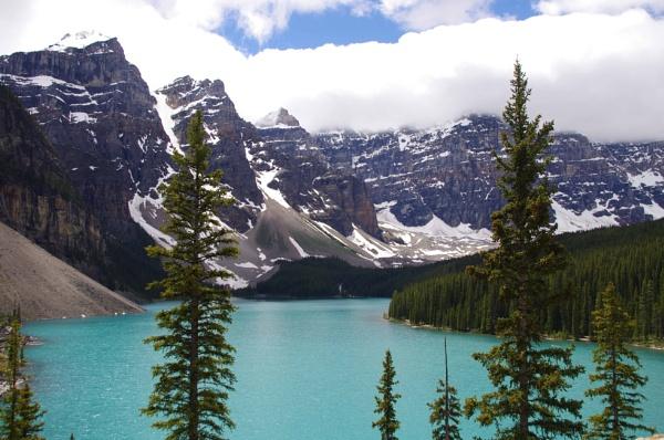 Lake Moraine BC, Canada by dbedford