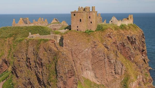 Dunnottar Castle by angler33333