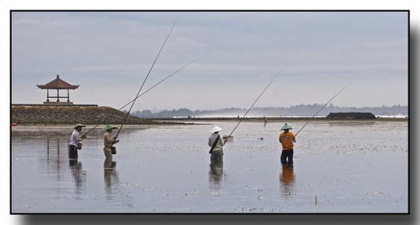 Bali fishermen by RRT