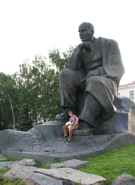 Bronze statue of Lenin in Minsk. by shishidog