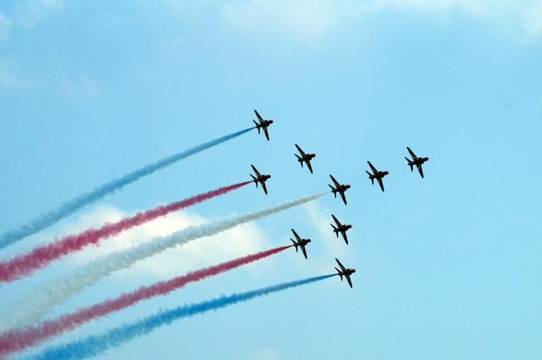 Red Arrows Concorde Formation by Dalejackson